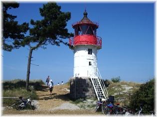 Der nur 12 m hohe leuchtturm auf dem südlichen teil der insel